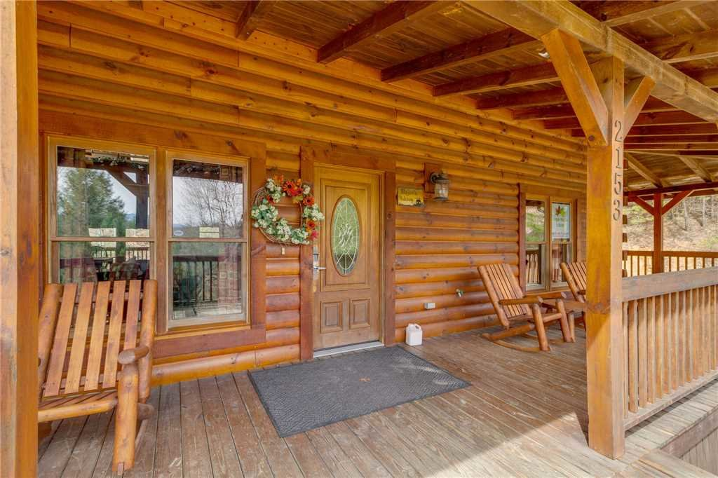 Photo of a Sevierville Cabin named Majestic Hideaway - This is the fifty-eighth photo in the set.