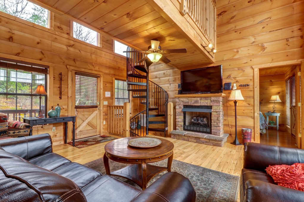 Photo of a Gatlinburg Cabin named Lazy Lodge Cabin - This is the thirtieth photo in the set.