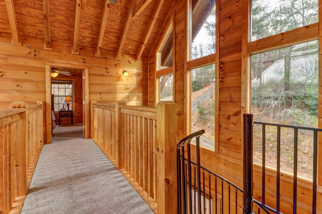 Photo of a Gatlinburg Cabin named Lazy Lodge Cabin - This is the sixteenth photo in the set.