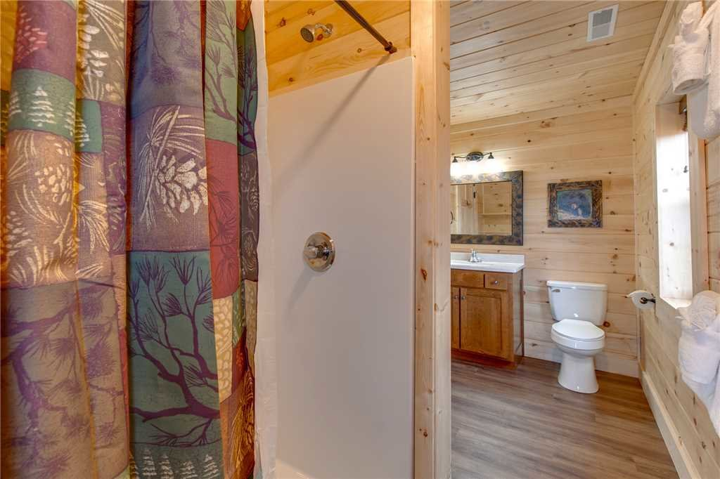 Photo of a Gatlinburg Cabin named Back To Nature - This is the seventeenth photo in the set.