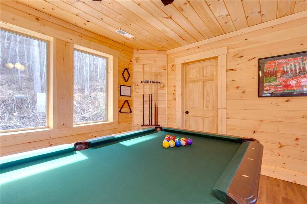 Photo of a Gatlinburg Cabin named Back To Nature - This is the thirteenth photo in the set.