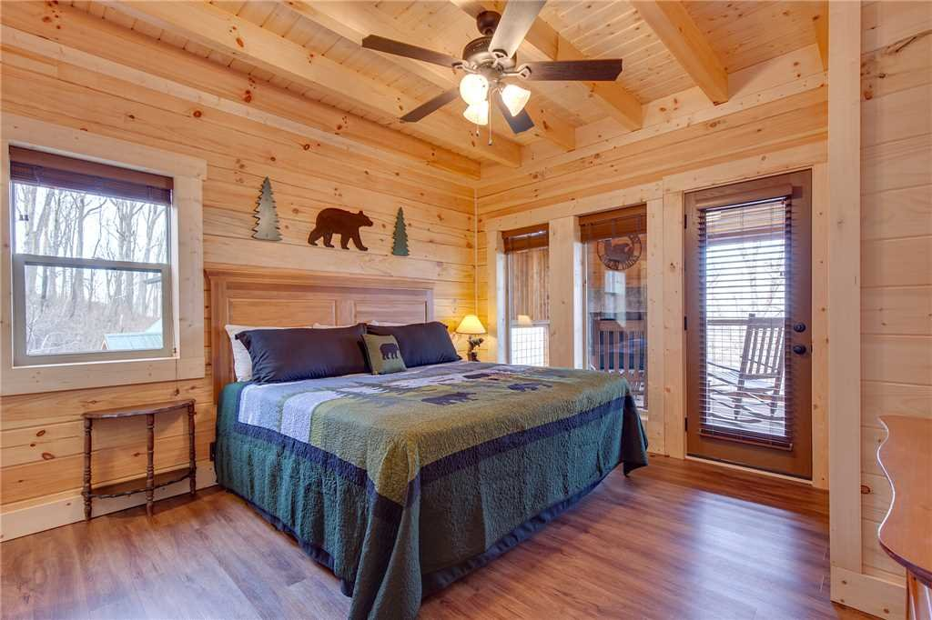 Photo of a Gatlinburg Cabin named Back To Nature - This is the eighteenth photo in the set.