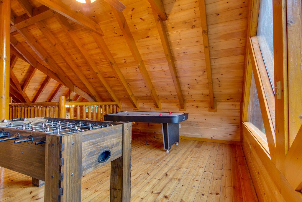 Photo of a Pigeon Forge Cabin named Mountain Cinema Lodge - This is the seventeenth photo in the set.