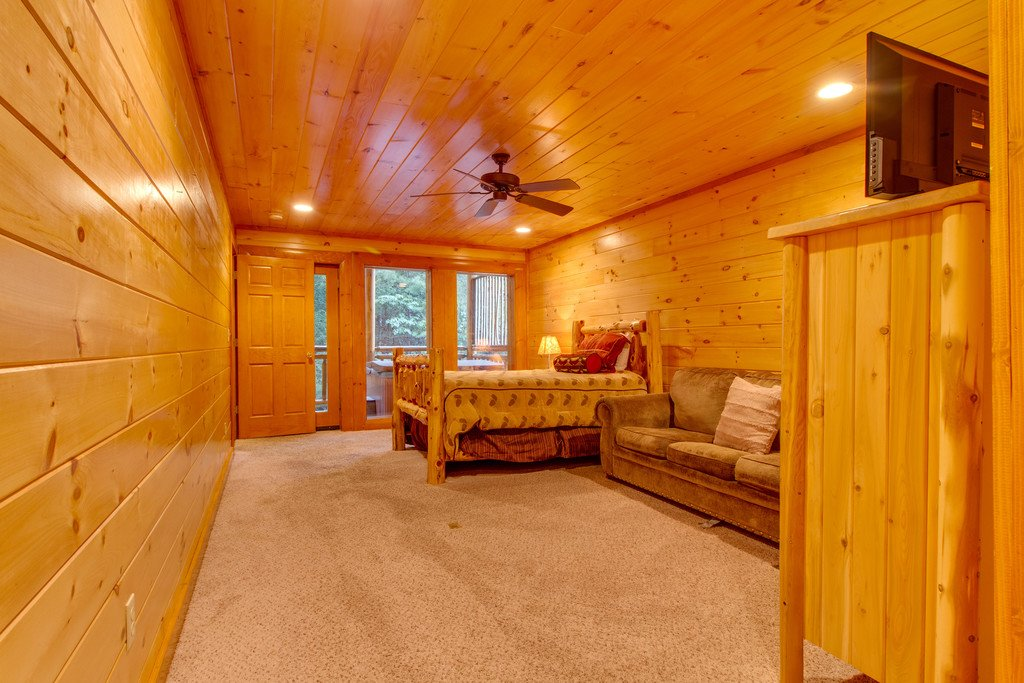 Photo of a Pigeon Forge Cabin named Mountain Cinema Lodge - This is the forty-second photo in the set.
