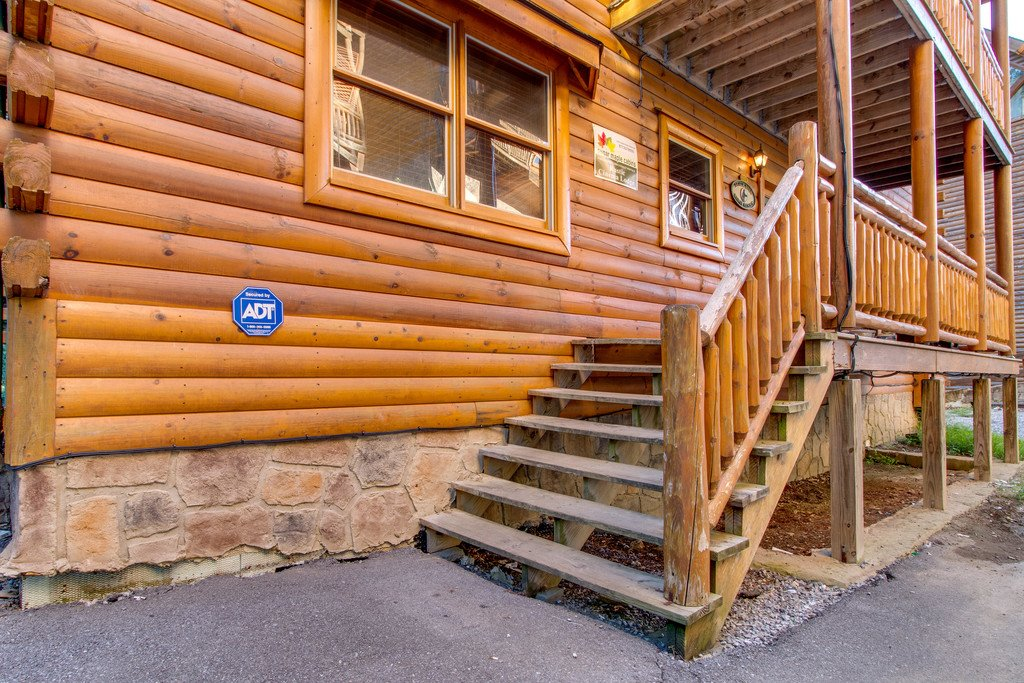 Photo of a Pigeon Forge Cabin named Mountain Cinema Lodge - This is the fifty-second photo in the set.