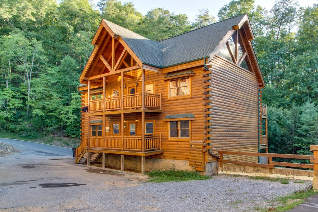 Photo of a Pigeon Forge Cabin named Mountain Cinema Lodge - This is the fifty-sixth photo in the set.