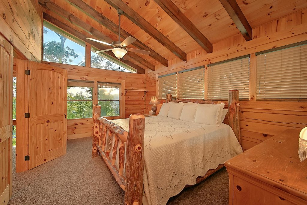 Photo of a Pigeon Forge Cabin named Mountain Magic #73 - This is the fourteenth photo in the set.