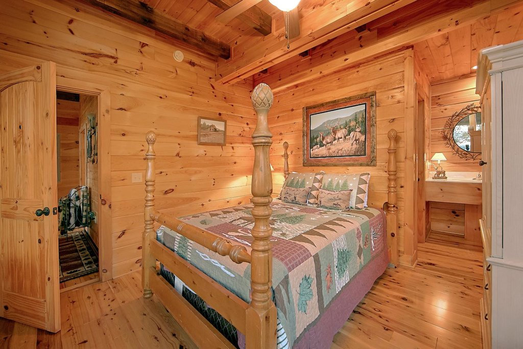 Photo of a Pigeon Forge Cabin named Mountain Magic #73 - This is the seventeenth photo in the set.