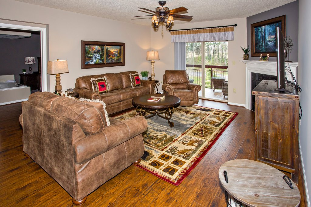 Photo of a Pigeon Forge Condo named Cedar Lodge 401 - This is the second photo in the set.