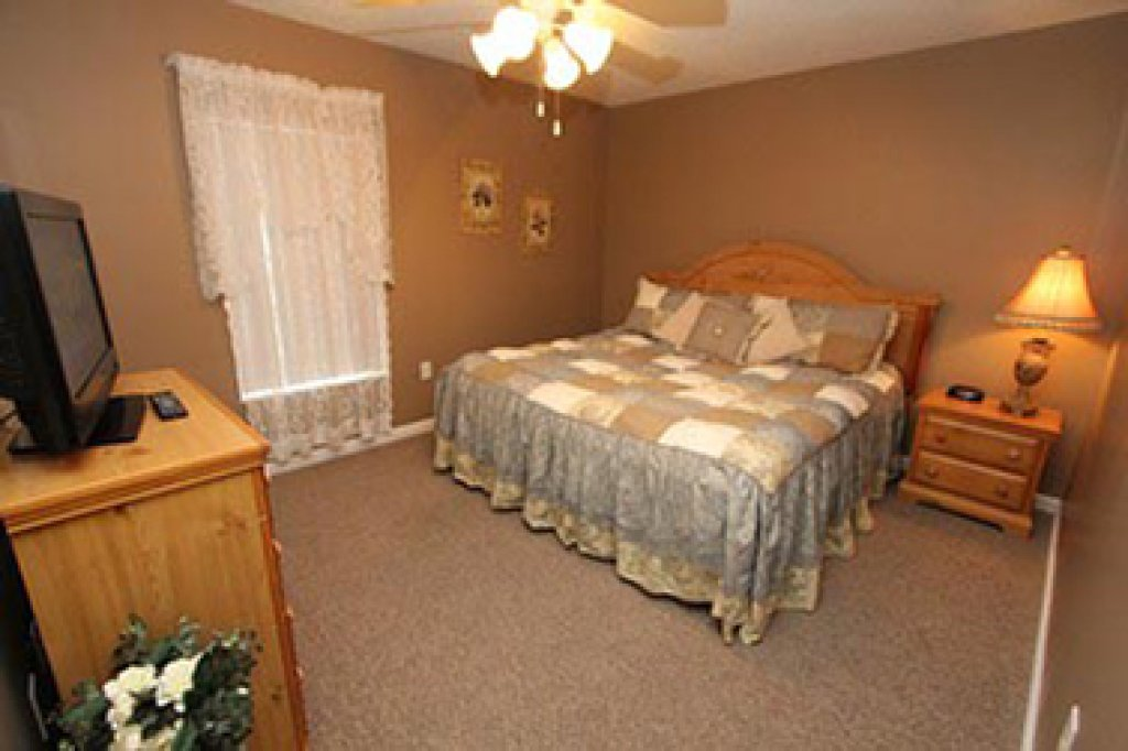 Photo of a Pigeon Forge Condo named Whispering Pines 252 - This is the fifth photo in the set.
