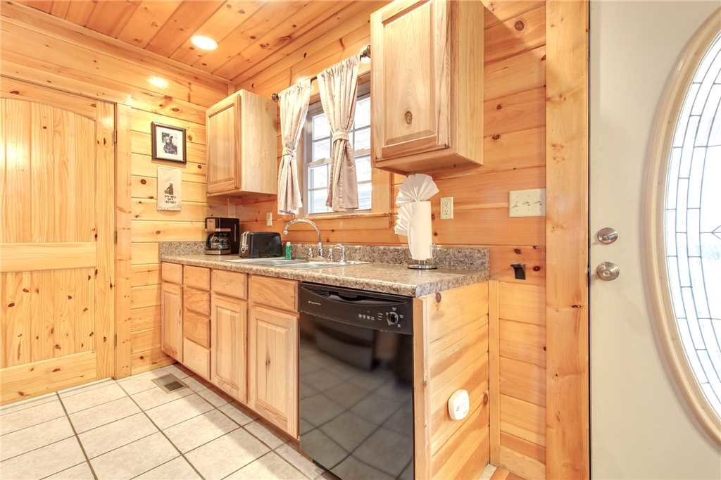 Photo of a Gatlinburg Cabin named Love Shack - This is the eighth photo in the set.