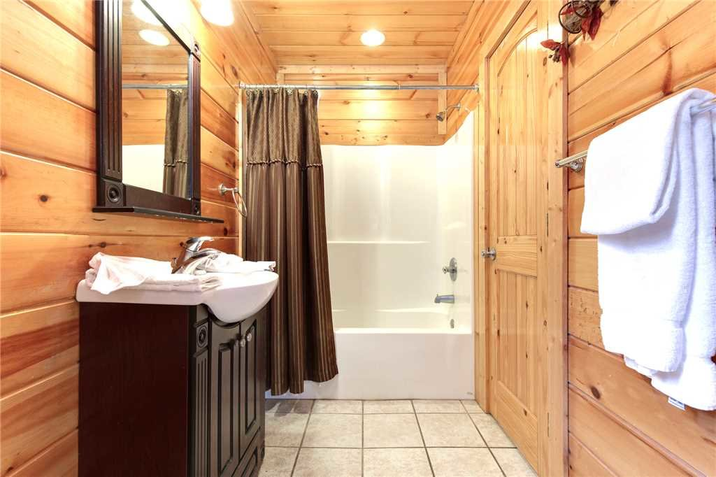Photo of a Gatlinburg Cabin named Love Shack - This is the twelfth photo in the set.