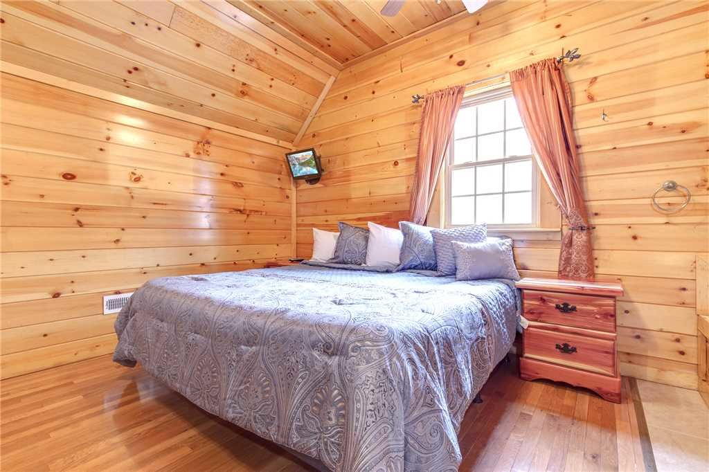 Photo of a Gatlinburg Cabin named Love Shack - This is the thirteenth photo in the set.