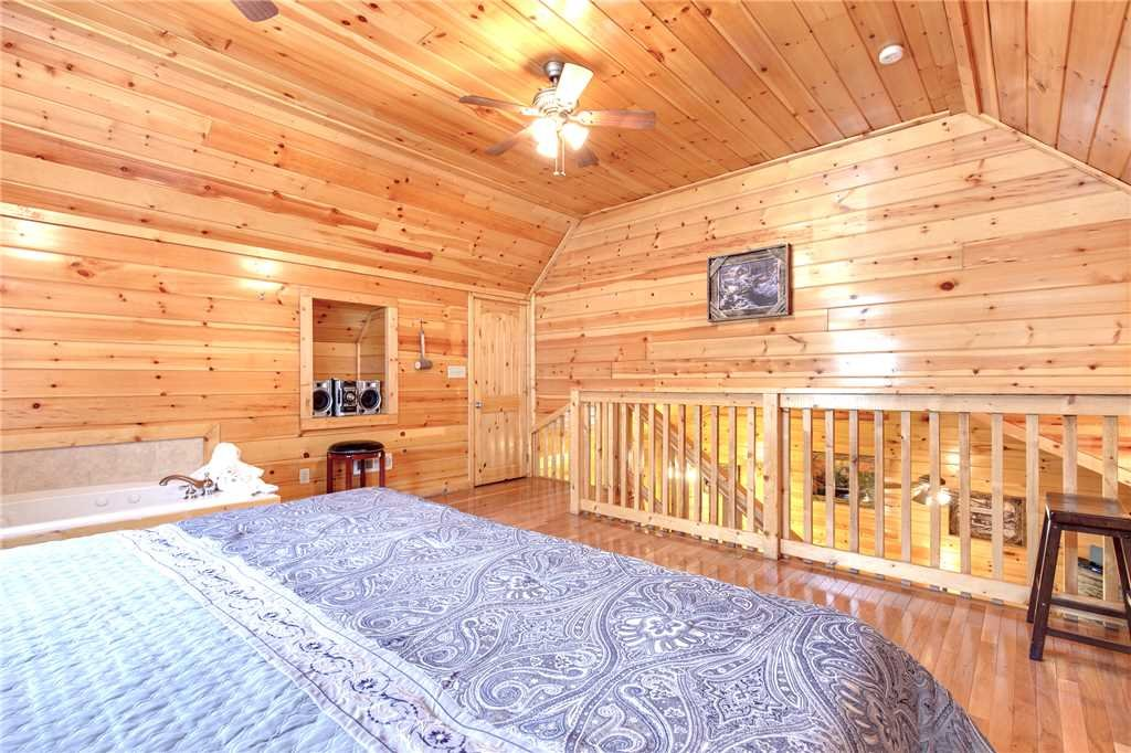 Photo of a Gatlinburg Cabin named Love Shack - This is the fourteenth photo in the set.