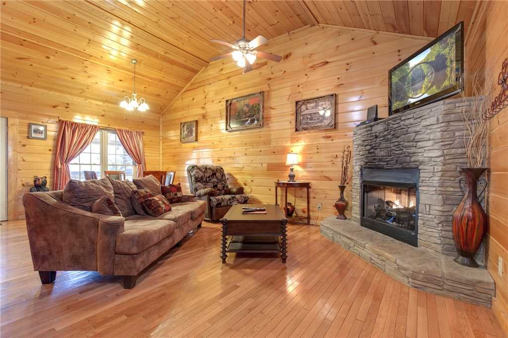 Photo of a Gatlinburg Cabin named Love Shack - This is the first photo in the set.