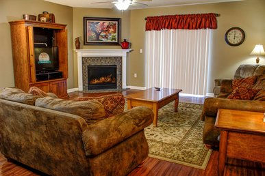 Partial Hardwood, Jacuzzi Tub, Full Kitchen, Dining Area, Fireplace + Clean!