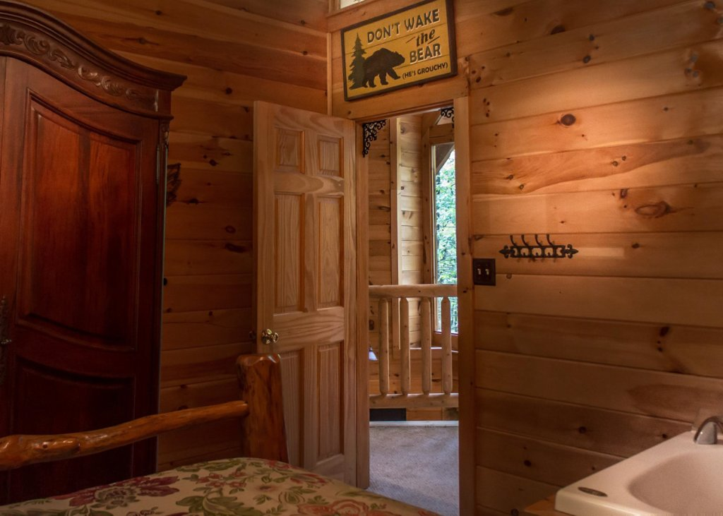 Photo of a Pigeon Forge Cabin named Bear Paw Trail #15 - This is the nineteenth photo in the set.
