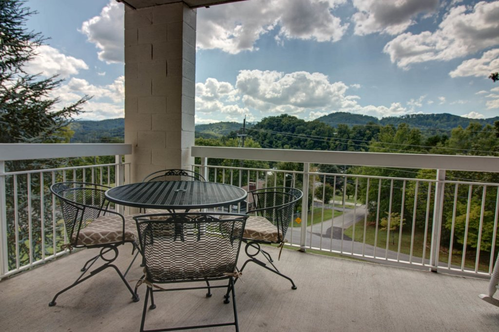 Photo of a Pigeon Forge Condo named Whispering Pines 521 - This is the third photo in the set.