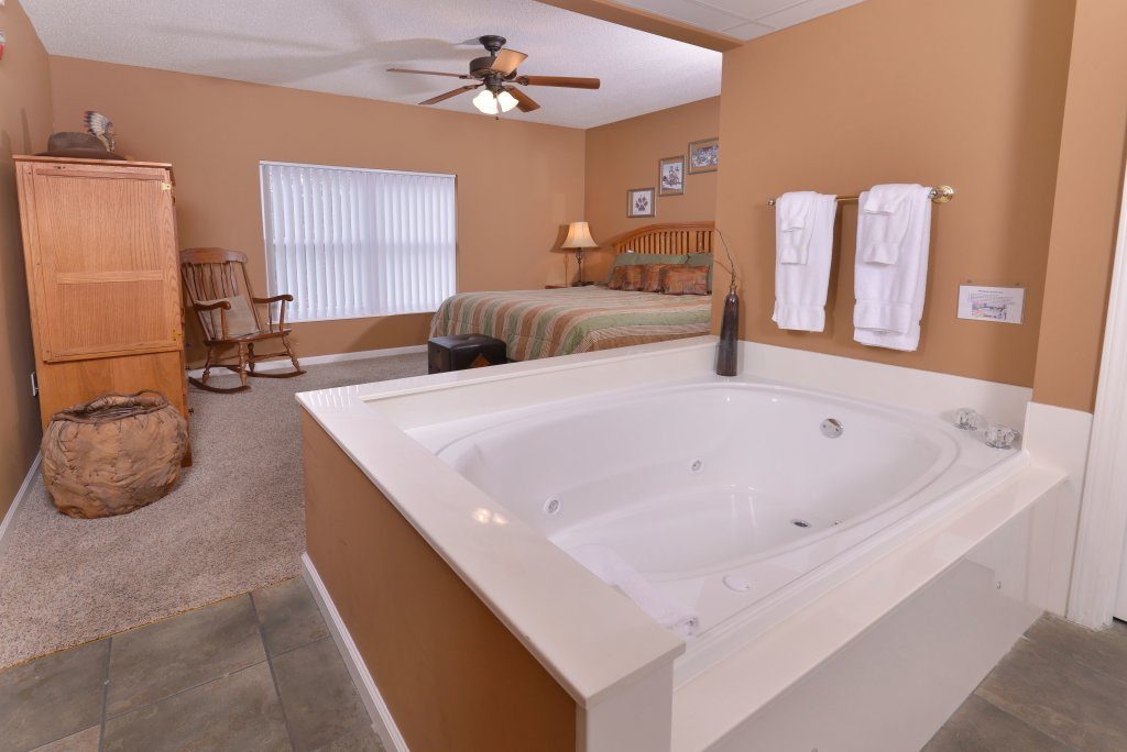 Photo of a Pigeon Forge Condo named Whispering Pines 613 - This is the fourteenth photo in the set.