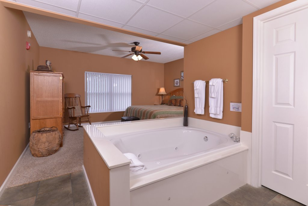 Photo of a Pigeon Forge Condo named Whispering Pines 613 - This is the tenth photo in the set.