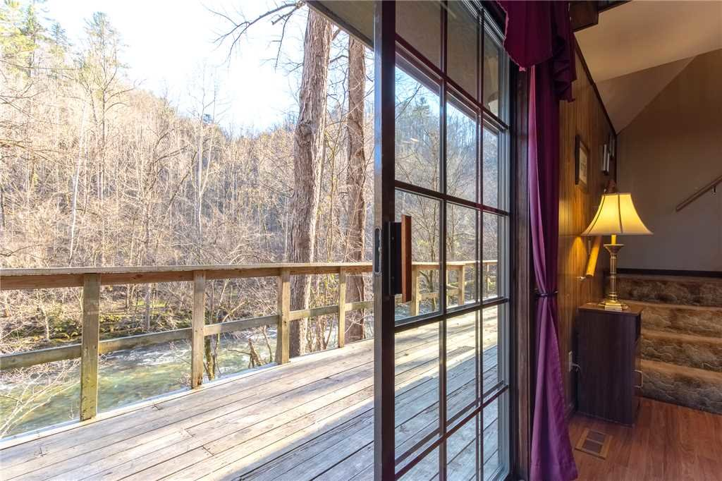 Photo of a Gatlinburg Cabin named River Chalet - This is the fifth photo in the set.
