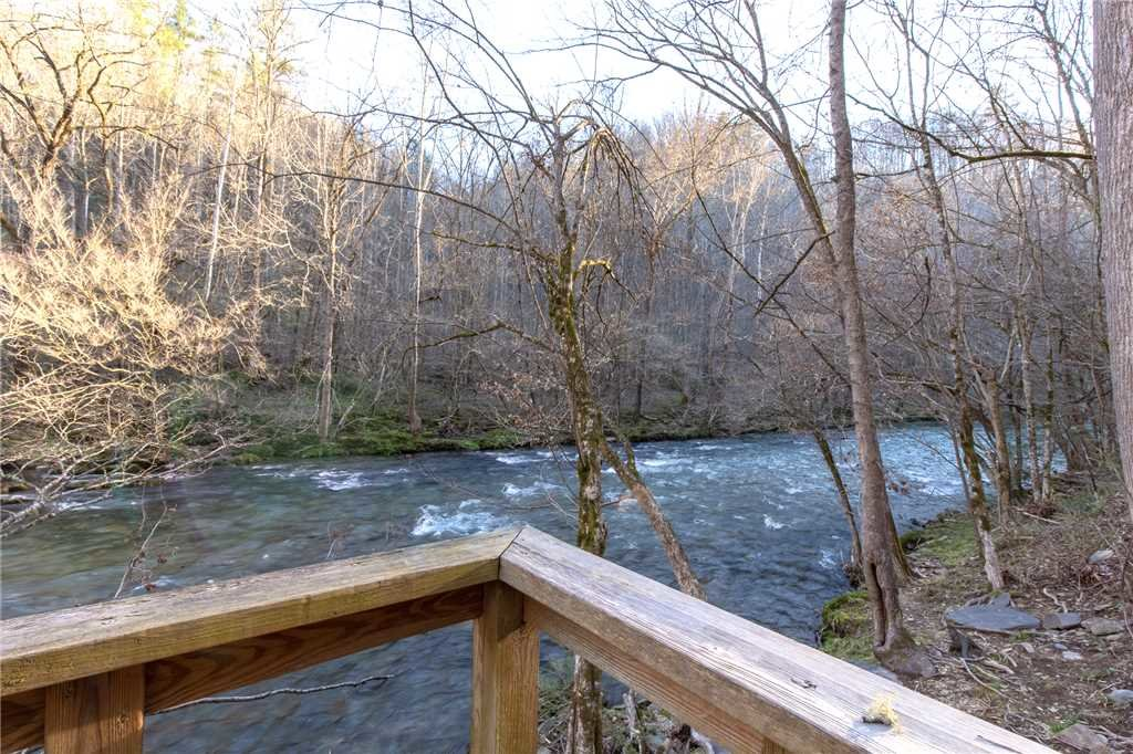 Photo of a Gatlinburg Cabin named River Chalet - This is the twenty-first photo in the set.