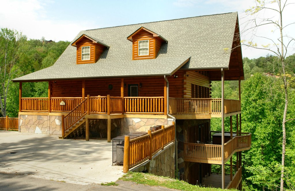 Photo of a Gatlinburg Cabin named Redneck Ritz #724 - This is the fifth photo in the set.