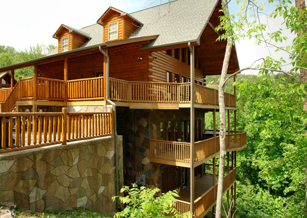 Photo of a Gatlinburg Cabin named Redneck Ritz #724 - This is the first photo in the set.