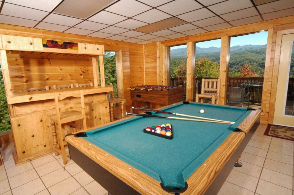Photo of a Gatlinburg Cabin named Redneck Ritz #724 - This is the third photo in the set.
