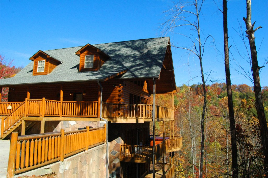 Photo of a Gatlinburg Cabin named Redneck Ritz #724 - This is the fifty-second photo in the set.