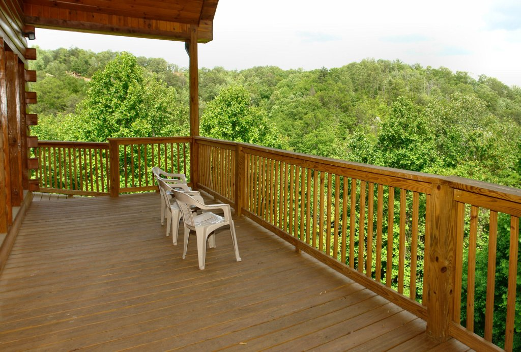 Photo of a Gatlinburg Cabin named Redneck Ritz #724 - This is the forty-seventh photo in the set.