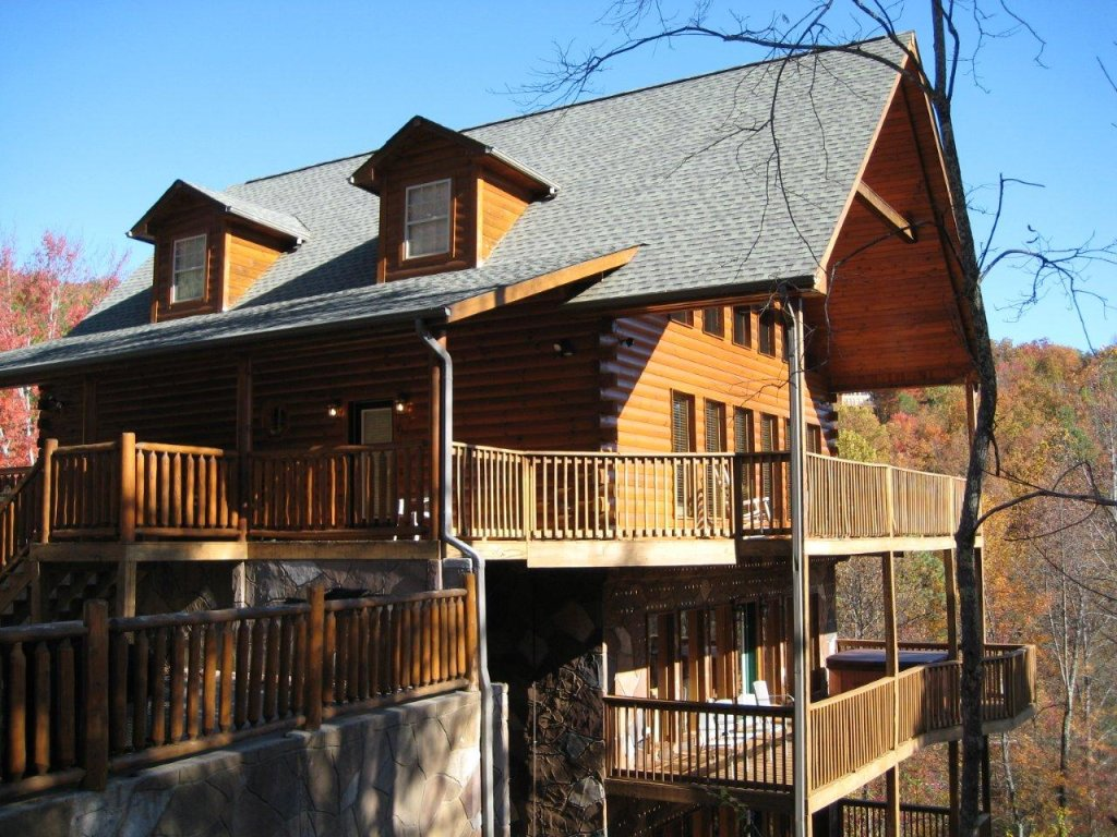 Photo of a Gatlinburg Cabin named Redneck Ritz #724 - This is the fifty-fourth photo in the set.