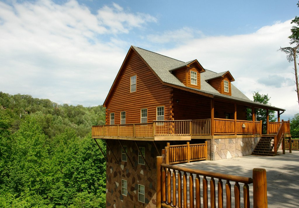 Photo of a Gatlinburg Cabin named Redneck Ritz #724 - This is the forty-eighth photo in the set.