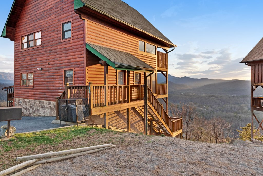 Photo of a Pigeon Forge Cabin named Champion's Run - This is the sixteenth photo in the set.