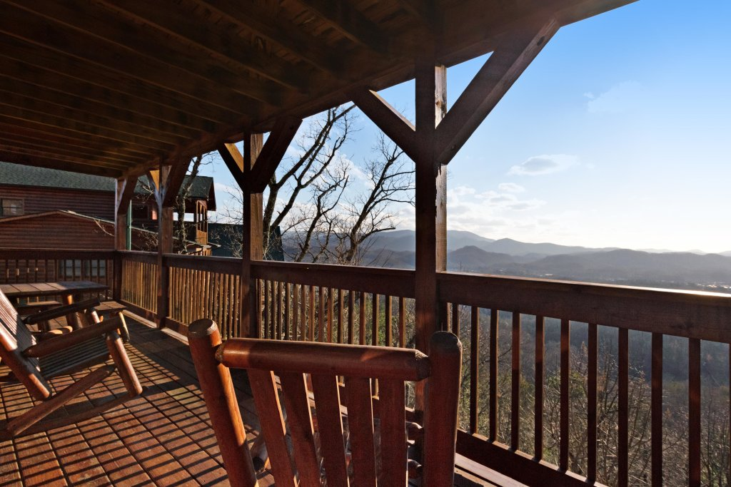 Photo of a Pigeon Forge Cabin named Champion's Run - This is the twentieth photo in the set.