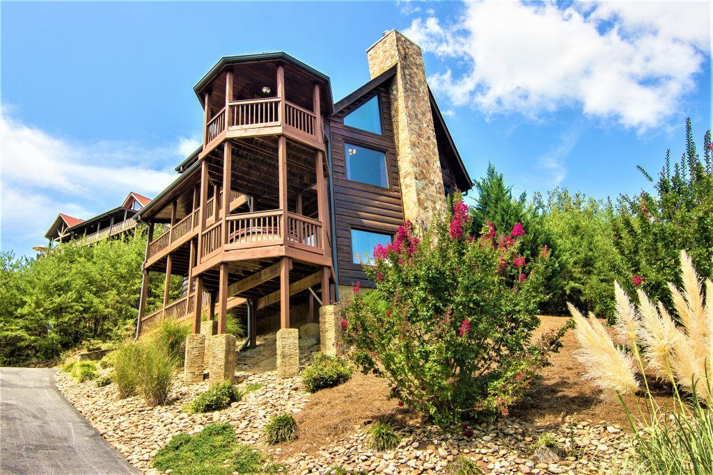 Photo of a Pigeon Forge Cabin named Mountain Splendor - This is the first photo in the set.