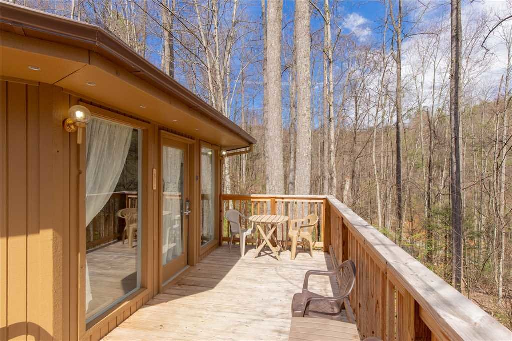Photo of a Gatlinburg Cabin named Puppies Hollow - This is the seventeenth photo in the set.