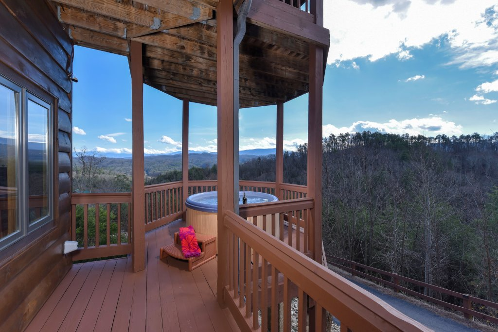 Photo of a Pigeon Forge Cabin named Mountain Splendor - This is the twenty-fourth photo in the set.