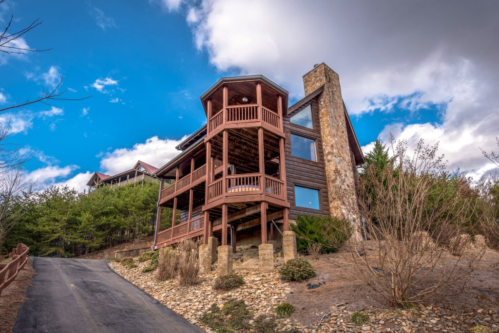Photo of a Pigeon Forge Cabin named Mountain Splendor - This is the twenty-third photo in the set.