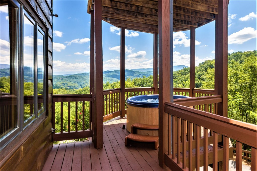 Photo of a Pigeon Forge Cabin named Mountain Splendor - This is the thirtieth photo in the set.