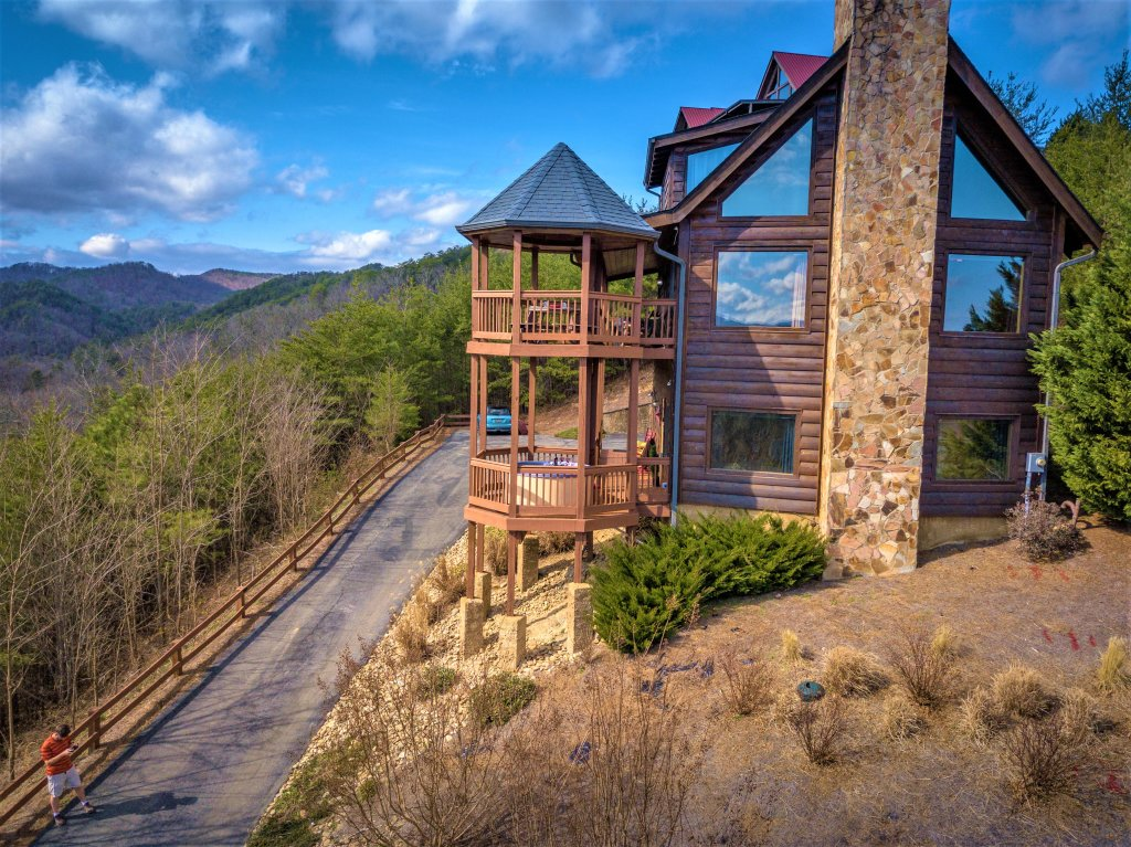 Photo of a Pigeon Forge Cabin named Mountain Splendor - This is the twenty-second photo in the set.