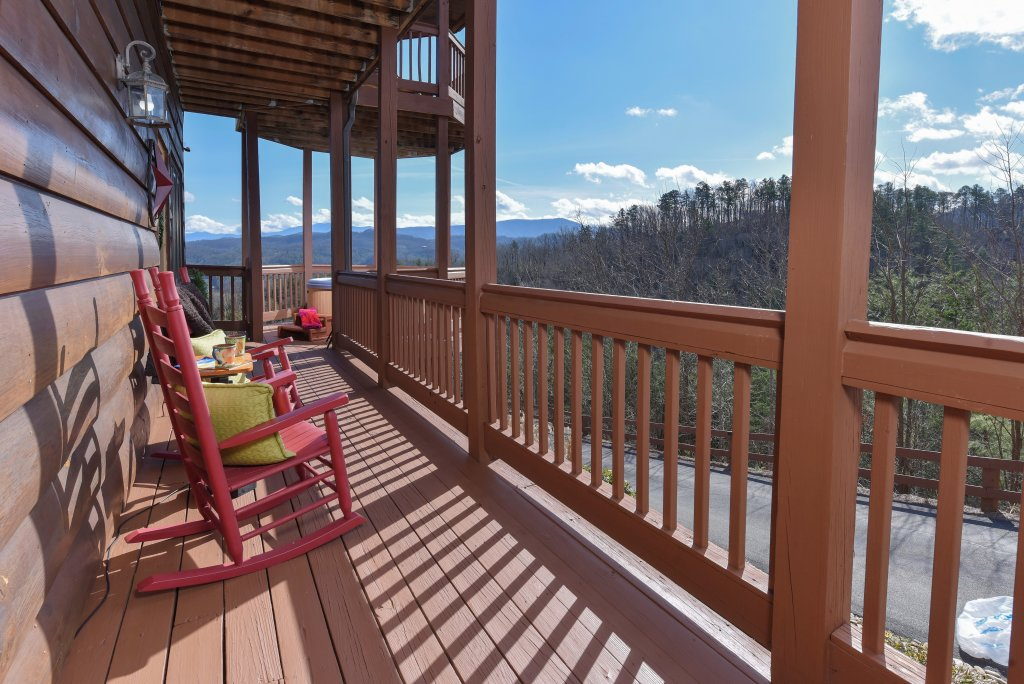 Photo of a Pigeon Forge Cabin named Mountain Splendor - This is the thirty-second photo in the set.