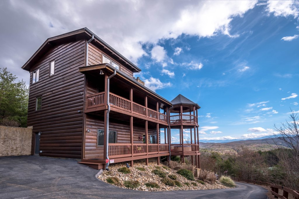 Photo of a Pigeon Forge Cabin named Mountain Splendor - This is the sixty-seventh photo in the set.