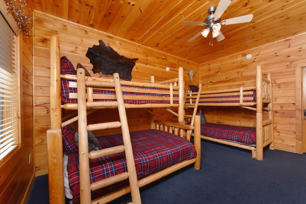 Photo of a Pigeon Forge Cabin named Mountain Splendor - This is the forty-fourth photo in the set.