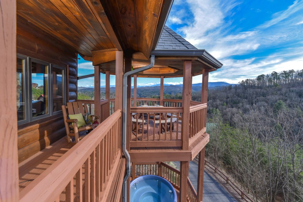 Photo of a Pigeon Forge Cabin named Mountain Splendor - This is the twenty-eighth photo in the set.