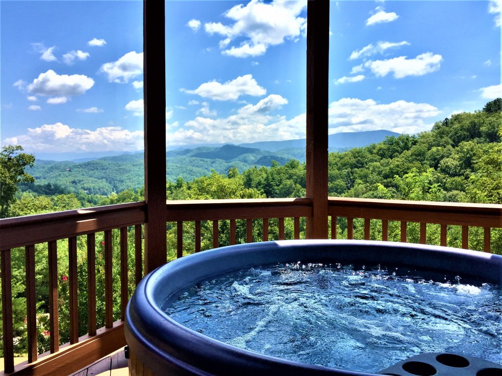 Photo of a Pigeon Forge Cabin named Mountain Splendor - This is the twenty-ninth photo in the set.