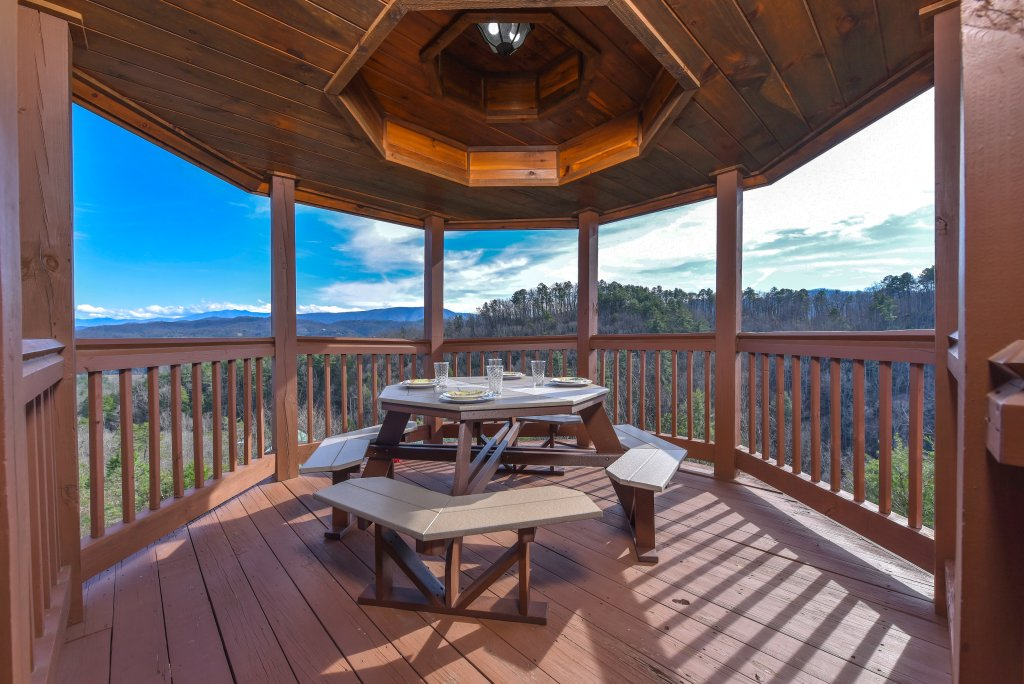 Photo of a Pigeon Forge Cabin named Mountain Splendor - This is the thirty-first photo in the set.