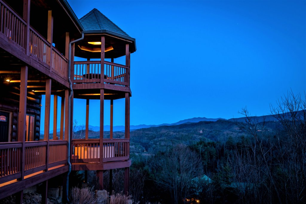 Photo of a Pigeon Forge Cabin named Mountain Splendor - This is the sixty-ninth photo in the set.