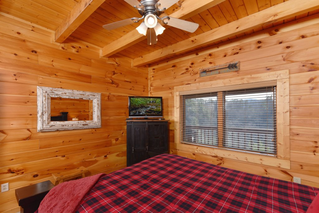 Photo of a Pigeon Forge Cabin named Mountain Splendor - This is the fortieth photo in the set.