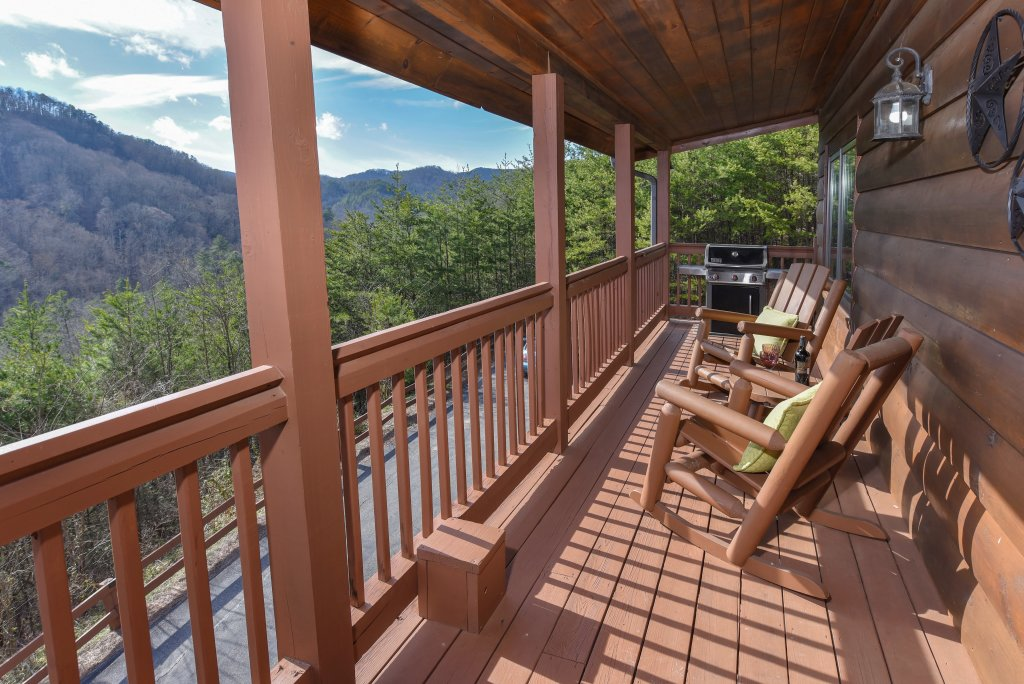 Photo of a Pigeon Forge Cabin named Mountain Splendor - This is the fiftieth photo in the set.